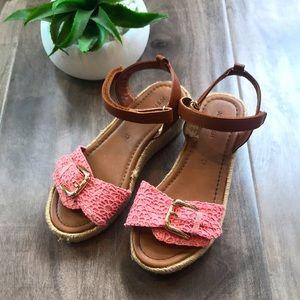 JOE FRESH girls wedge sandals in pink - 😍☀️